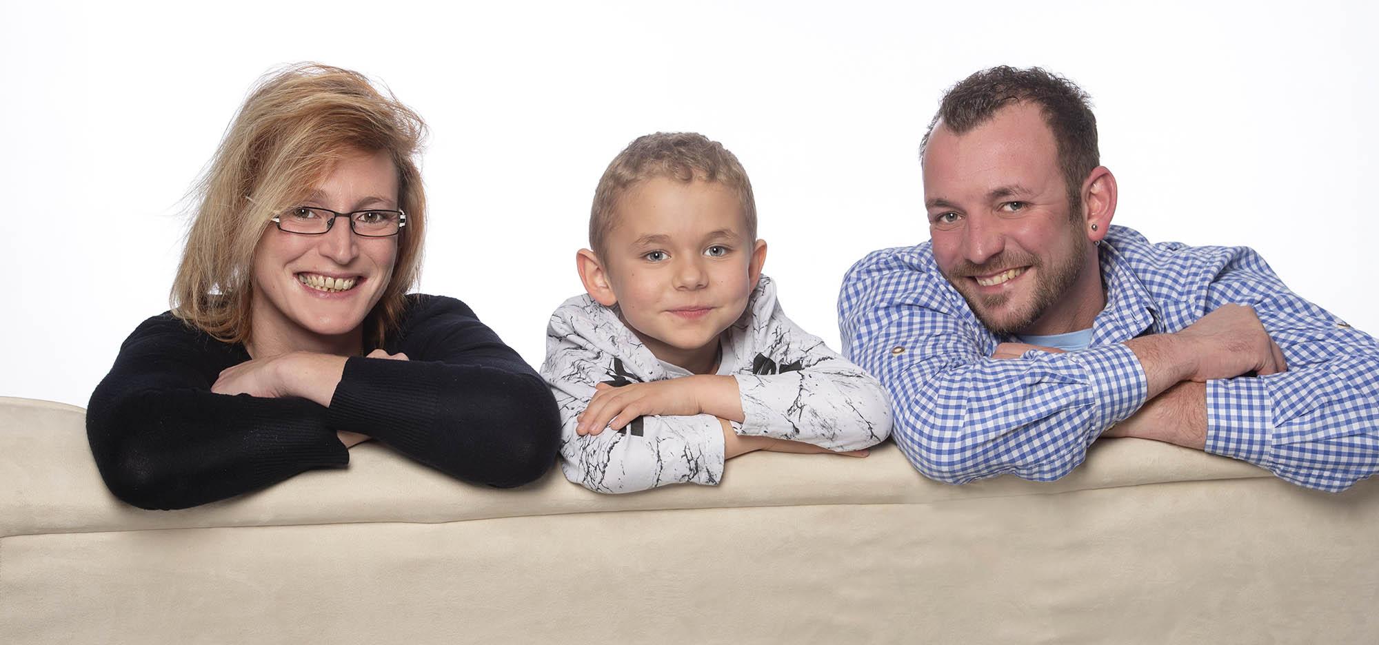 Familie-Traunstein-Familienfoto-Studio-Weihnachten-Geschenk-003