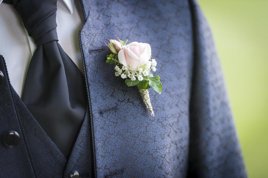 Hochzeitsfotograf Chiemgau - Rose am Revers