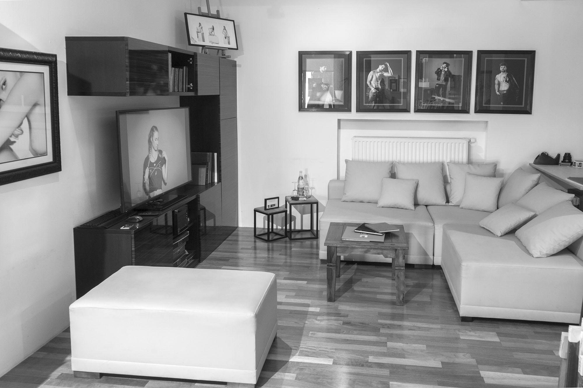 Lounge Bereich mit Monitor